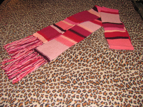 whocrafts:  Pink variation of Four's famous scarf. (via maratini)