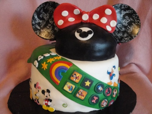 (via Junior Girl Scout Trip to Disneyland Cake by Rcajd on Cake Central)
