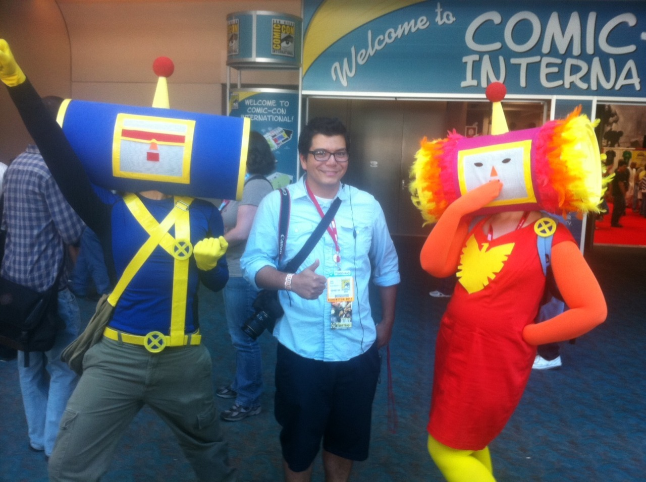 agentmlovestacos:  Marvel.com Video Director Jason Harvey with Katamari X-Men cosplayers at San Diego Comic-Con 2011. Such fantastic costumes!