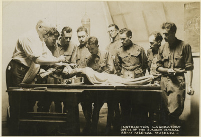 1913. Dr. Philips' gross anatomy class, Army Medical School.
