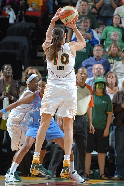 suebirdsmagichair:  Game 1, 2010 WNBA Finals Game winning shot Again