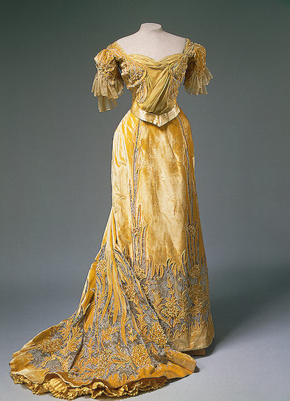Dress worn by Alexandra Feodorovna, 1900's Russia