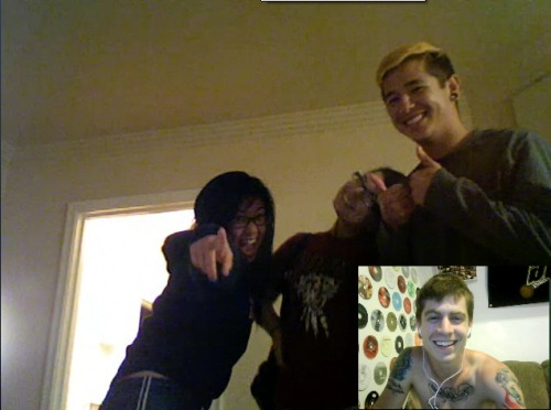 iamnotgodfree:  I'm skyping with some of my best friends. I love you three.  weeee that's usssss! <333