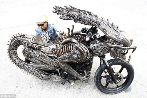 (via Bangkok artist makes drivable sci-fi sculpture out of spare parts | Mail Online) Sic'est bike I have ever seen