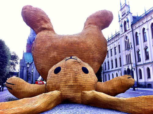 What is it doing? herr-e:  World's biggest yellow rabbit built in Sweden (via Design You Trust)