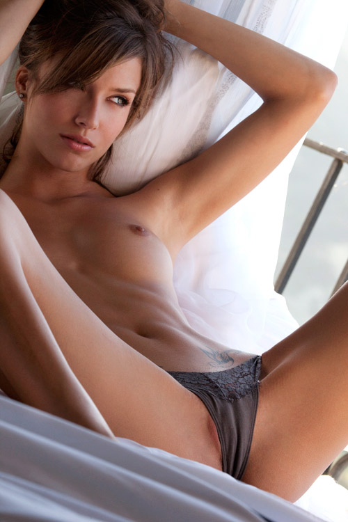 hotnakedpeople:  she need some hot lesbian sex.
