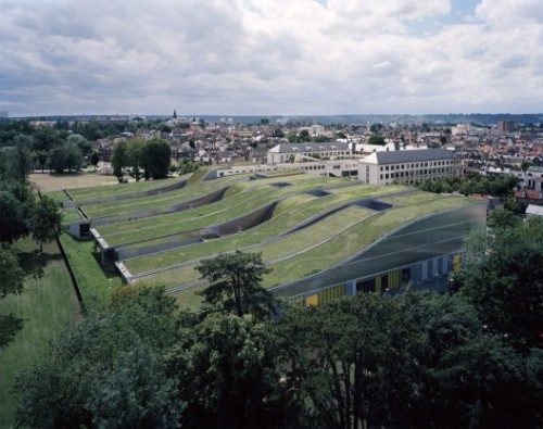archdaily:  Sloping green roofs at the Marcel Sembat High School in Sotteville lès Rouen, FranceArchitects: archi5 with B Huidobro