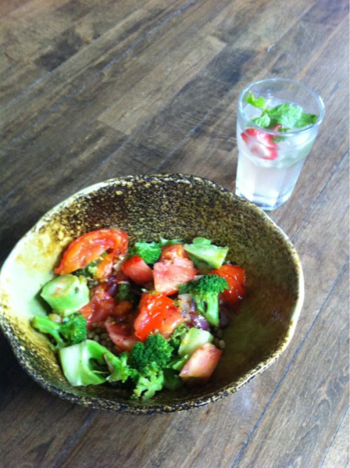 justwanttobehealthyandfit: High octane food. Eat raw, daily. That's Estilo!