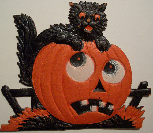 German diecut kitty and pumpky.  http://www.flickr.com/photos/vintagehalloweencollector/