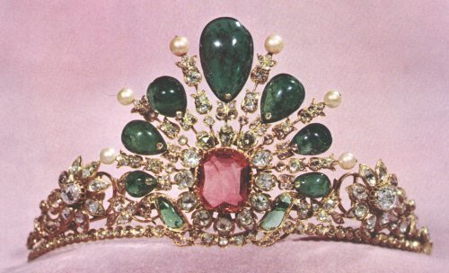 badesaba:  tiara (Imperial crown jewels of Persia)