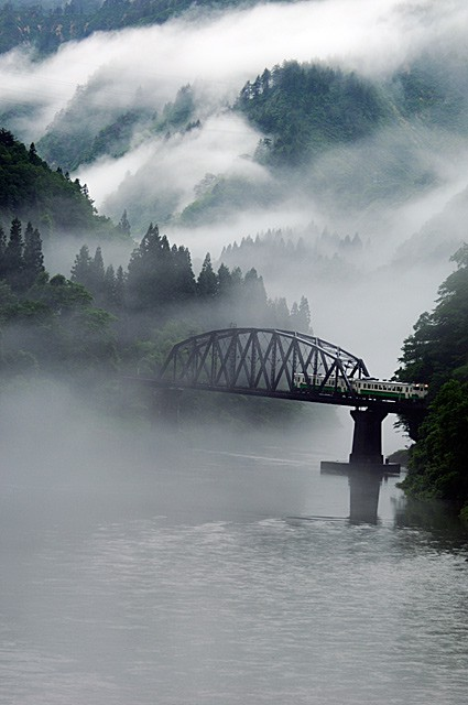 Aizu, Fukushima Japan (via places or things 2 experience / 霧 - Google 画像検索)