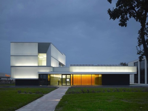 Domus Technica: Immmergas Center for Advanced Training / Iotti Pavarani Architetti | ArchDaily