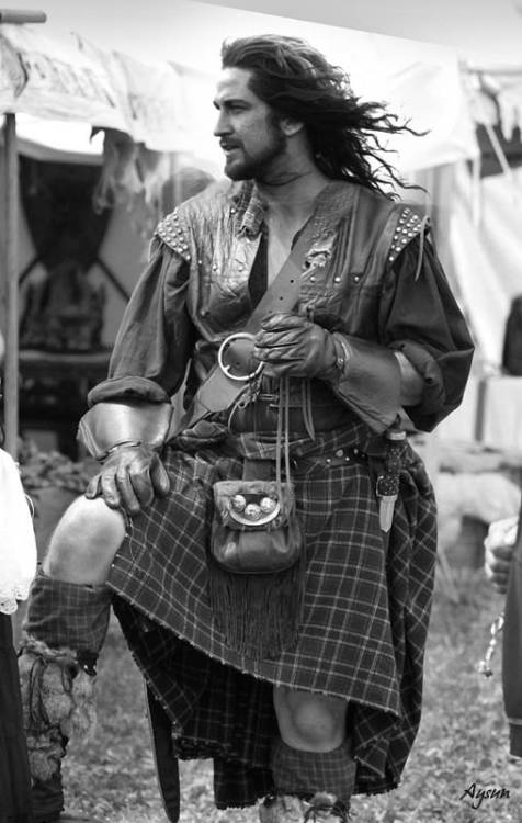 God bless kilts #5: Gerard Butler.  ^^