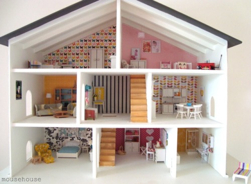 http://domesticblissnz.blogspot.com/2011/07/mousehouse-dollshouse.html
