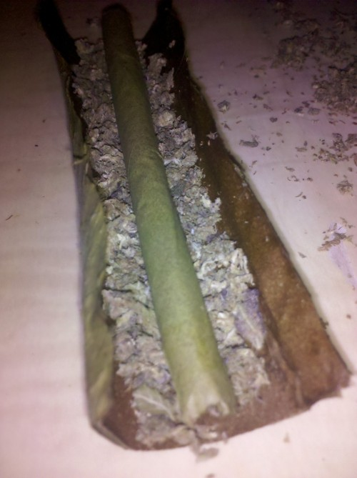 thekidswillsmoke:  inception blunt ;D