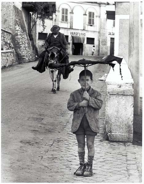 Bill Perlmutter Umbrella Boy, Italy, 1958 via elephant-vanishes