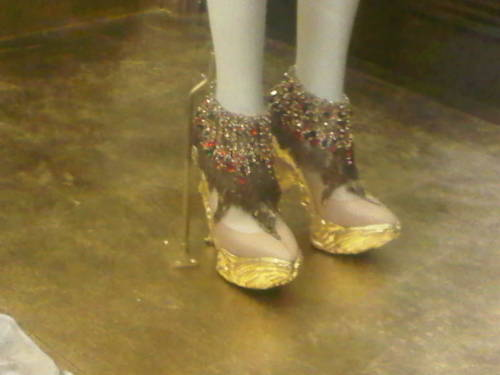 Shoesss. Alexander McQueen. The MET.