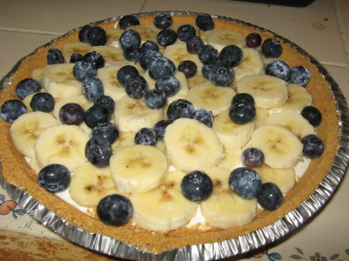 bakeddd:  healthy banana cream pie! also made last night. i added blueberries on top just cause :) here's the recipe i used