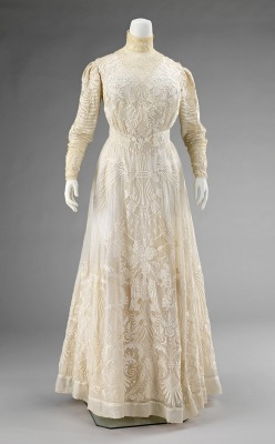 omgthatdress:  Dress ca. 1900-1903 via The Costume Institute of the Metropolitan Museum of Art