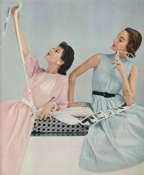 hollyhocksandtulips:  Vogue, 1953 Photo by Frances McLaughlin-Gill