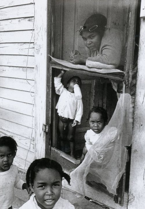 liquidnight:  Thomas Hoepker Mother and children New Orleans, 1963 From Photographien 1955-2005