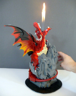 itlego:  LEGO Fire Breathing Dragon  - by akama1 lego  via: technabob