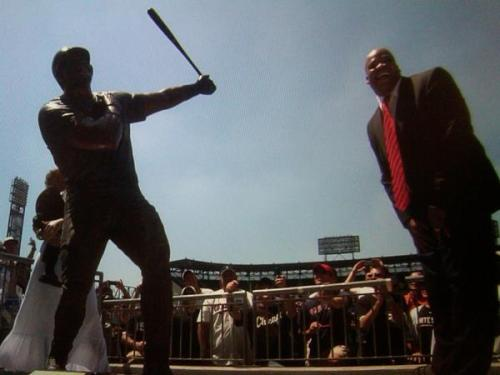 fuckyeahwhitesox:  The Big Hurt's reaction to seeing his statue for the first time. (via Chuck Garfien's twitter)