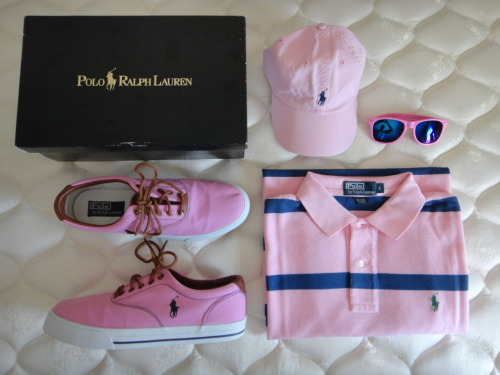 OUTFIT OF THE DAY: Polo by Ralph Lauren Vaughn Canvas Tennis Shoes x Polo by Ralph Lauren Cap x Ray-Ban Sunglasses x Classic-Fit Wide Striped Polo by Ralph Lauren