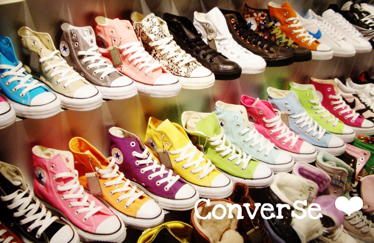 Ahhh my favorite part of shoes the only ones I wear I just love Converse ❤.