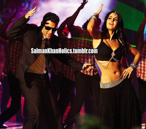 ★ NEW still of @BeingSalmanKhan nd Kat frm #Bodyguard title song! Hez lukin so CUTE <3(MashAllah)! In cinemas August 31st EID 2011! (click piz to make it bigger)