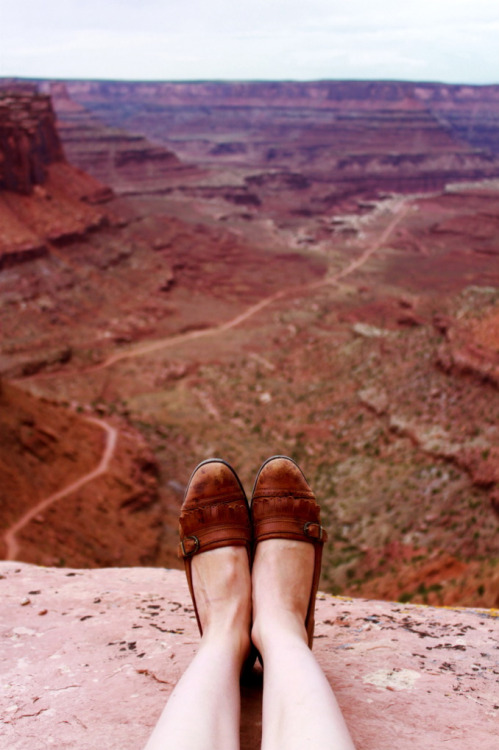 i will go to the grand canyon one day. i will take a photo just like this. - preferably with another pair of feet beside mine ;) PS - I want these shoes!