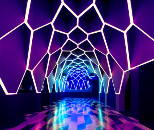 If nightclubs here looked more like this, I might be willing to tolerate the young people who hang out at them and their silly music more often.  (via Roxy/Josefine Club; Belo Horizonte, Brazil | We Heart; Another View)