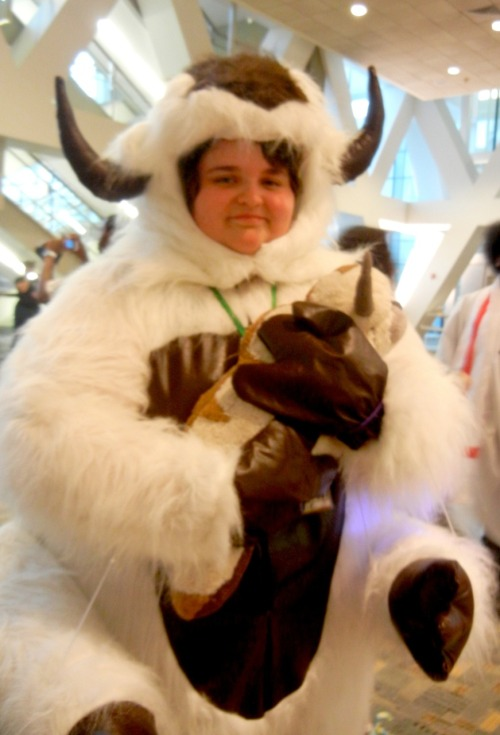 appasbossdays:  APPA WENT TO OTAKON. HOW QUAINT IT IS THAT PEOPLE LIKE TO DRESS UP AS ME! HO HO HO… BWWOOOHAHHHWRRRRRHHHRRR.  cagate de calor xD