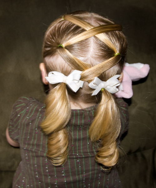 truebluemeandyou:  DIY Lattice Ponytails. Is there anyway to combine this into 1 ponytail? Found at She Does Hair here.  Perfect for a flower girl.