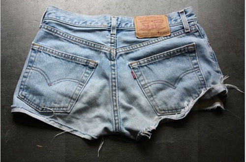 the most perfect pair of cut offs. every girl should have a pair.