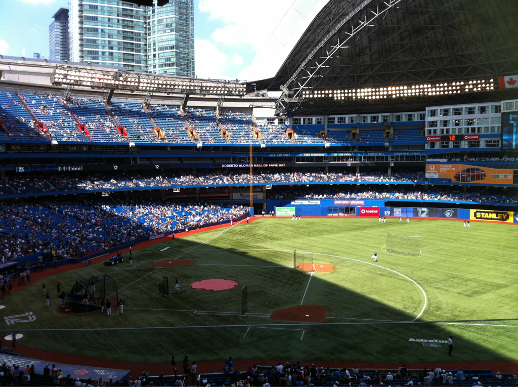 Yesterday was an awesome day. I was invited to Roberto Alomar Day at the Skydome Rogers Centre and watched the Jays smoke the Rangers. Had some awesome company too :)