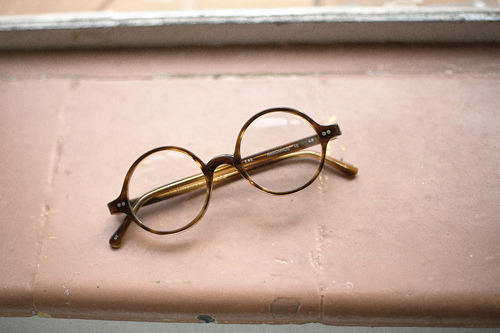 Paul Vincent's tortoiseshell glasses