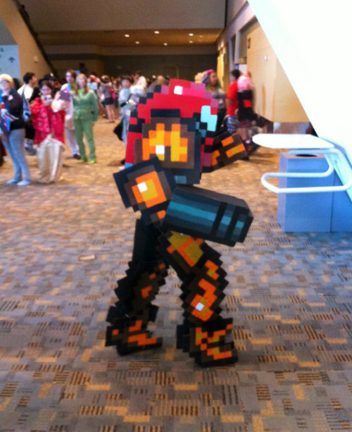 justinrampage:  Samus Aran showed up to the party in retro pixel form thanks to Daniel Cattell. Samus Pixelated Cosplay by Daniel Cattell / ChozoBoy (Twitter) Photo taken by: Jo Anna Yancey