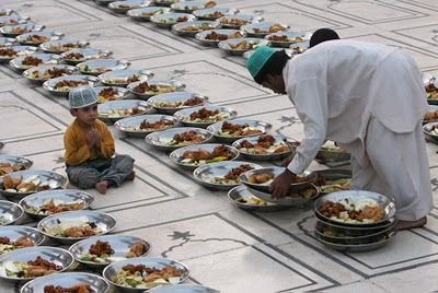 islamicthinking:  A Pakistan boy, waiting for Iftar. #subhannallah