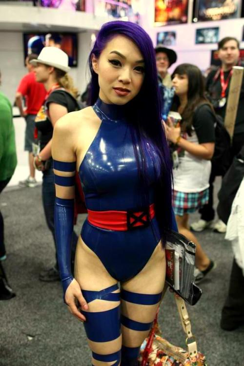 vaizravana:  comicbookcosplay:  Psylocke Submitted by redfortressabovethewater  Vampy does the hottest Psylocke.