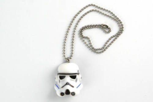 anekdotico:  (via Stormtrooper Necklace)