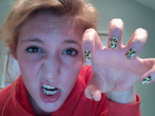 mylifeasaclosethippie:  muh leopard nailz. that whole going to beauty and business school and owning my own salon idea is sounding better every day…  super easy to do! all you need is a steady hand and a black detail brush!
