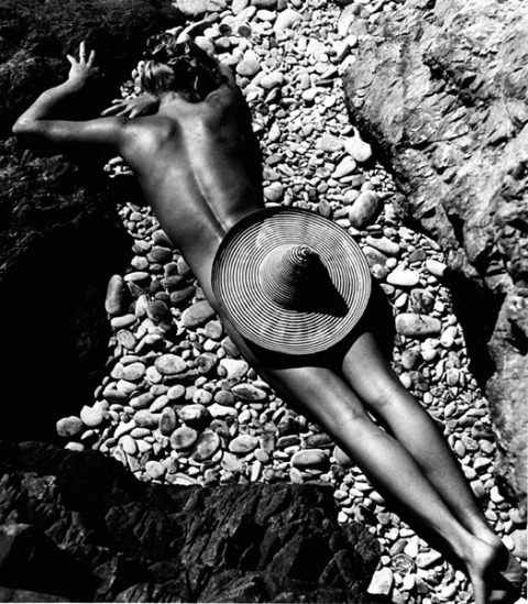 La Plage de Cabasson,1936  [ Lisa Fonssagrives ] by  Fernand Fonssagrives *