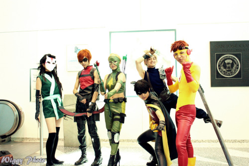 angelophile:  Young Justice Cosplay at Fanime 2011. Photo by wiggy photo. (Source)  reblog for the Cloud photobomb.