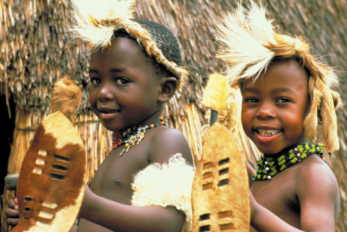 desert-dreamer:  zulu children in traditional dress. south africa.