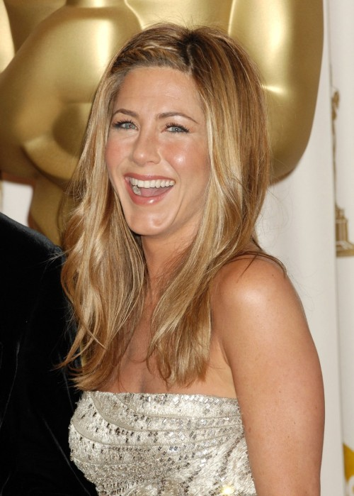 Here is Jennifer Aniston at the 2009 Oscars.  These are the products her makeup artist Angela Levin used on Jennifer. FACEChanel Hydramax + Active Moisture Boost Cream ($74)Chanel Lift Lumiere Firming and Smoothing Fluid Makeup in Beige all over the face ($40)Chanel Lift Lumiere Smooth and Rejuvinating Eye Contour in Beige Lumiere ($50)Chanel Hydrabase Lipstick in Coco Red on the apples of Jennifer's cheeks ($34)Chanel Sheer Brilliance in Sunkissed around the tops of her cheekbones, closer to the eye, for a bit of shimmer. ($45) EYES Lorac eye shadows in Jade, Black, and Serenity ($19 each) Tina Earnshaw shadow in Aubergine ($20) Chanel Inimitable Mascara in Noir-Black ($38) LIPS Chanel Aqualumiere Lipshine in Panarea ($20)  Finish look by dusting Soleil Tan de Chanel Bronzer on skin. ($56) These are the products you can use to Create This Look For Less. FACEOlay Total Effects Moisturizer Plus Cooling Hydration ($20) L'Oreal Visible Lift Serum Absolute Foundation ($15)L'Oreal Visible Lift Serum Absolute Concealer SPF 17 ($13)Maybelline Color Sensational Lipcolor in very cherry ($8)Maybelline Dream Mousse Blush in coffee cake ($7) EYESL'Oreal Eyeshadow Duo in Mocha Buff ($6)Cover Girl Eye Enhancers 1 Kit Shadows Shimmering Onyx ($4)HiP L'Oreal Eyeshadow in Cheeky ($8)Covergirl LashBlast Mascara in Black ($9)  LIPSL'Oreal Infallible La Rouge Lipstick Bronze Bronze ($10) Finish look by dusting Almay Powder Bronzer in Sunkissed on skin. ($10) Source: Temptalia.com