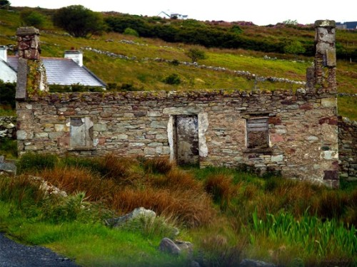 The ruins of a stone cottage in Eire, Ireland (via by FireSpiritDesigns)
