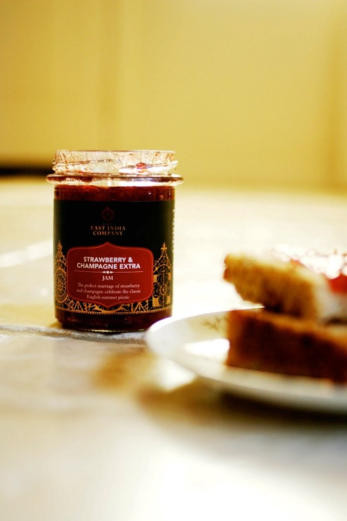strawberry & champagne jam?? holy schnouzers. i want D:
