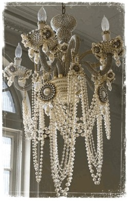 (via Seriously? / Oh this is gorgeous. #chandelier)