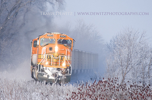 worldwiderails:  Frosty BNSF SD70MAC (by Travis Dewitz - Dewitz Photography)